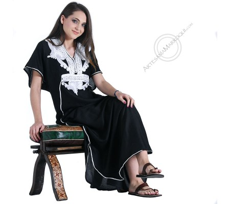 Gandora negra con bordados blancos