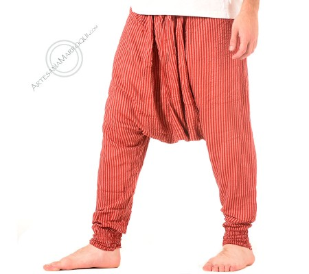Pantalón cagado de color rojo