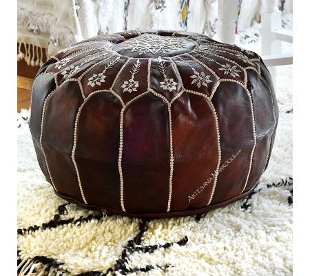 Puff de cuero bordado de color marrón oscuro