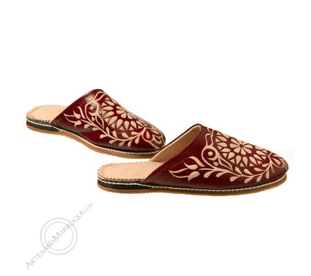 Wine color engraved slippers