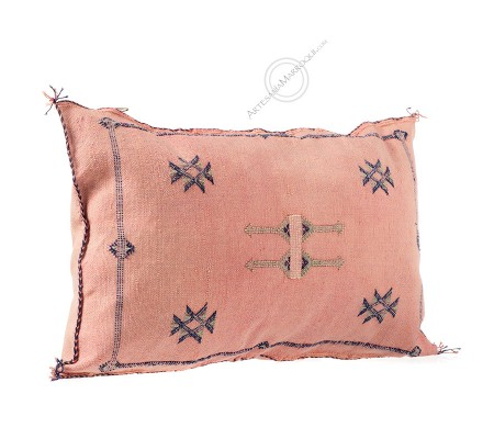 Rectangular pink sabra cushion