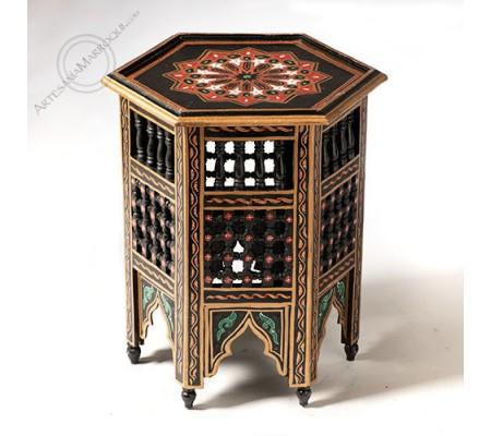 Mesa hexagonal negro y dorado