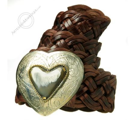 Cinturón de cuero trenzado con hebilla corazón