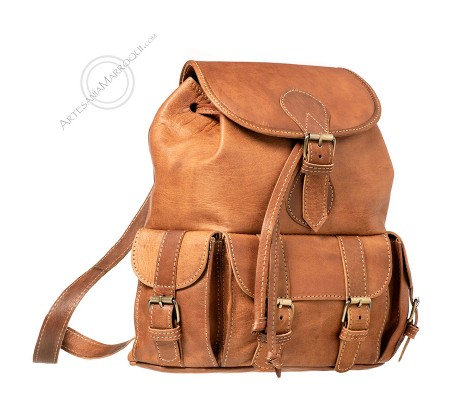 Medium leather backpack with 3 pockets