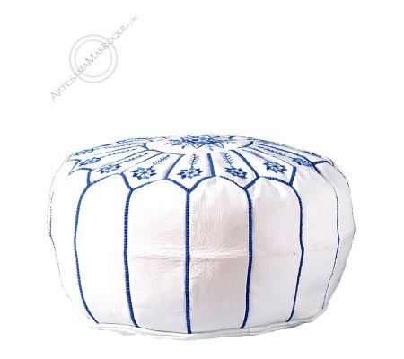 Puff grande blanco con bordados azules
