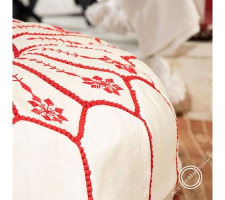 Puff grande blanco con bordados rojos