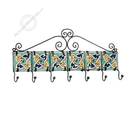 Perchero de forja de siete ganchos con azulejos